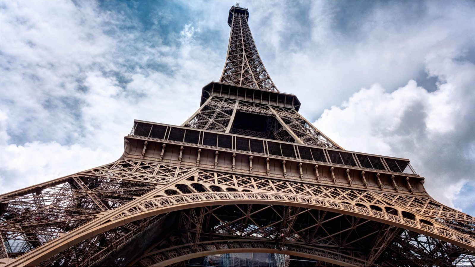Flight Deal Round Trip From Chicago Area to Paris #chicago #paris